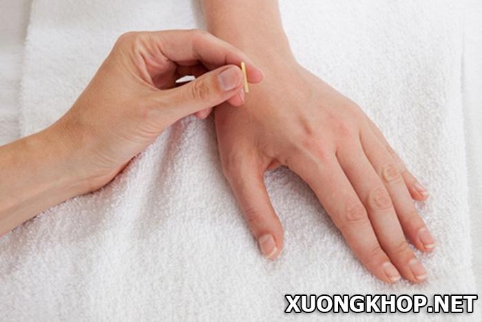 Bạn có tin viêm đa khớp dạng thấp chữa trị triệt để bằng kĩ thuật lăn chai đơn giản 2