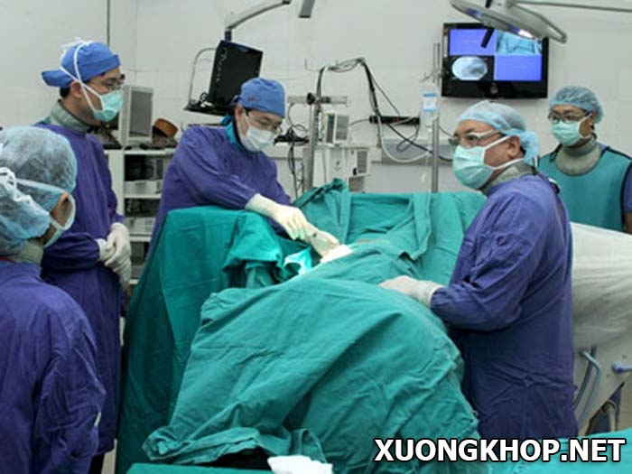 Bệnh vôi hóa cột sống và cách điều trị bằng phương pháp cắt bảng sống 2