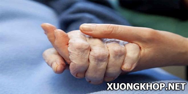 3 cách điều trị thoái hóa khớp bàn tay cho người cao tuổi không gây biến chứng