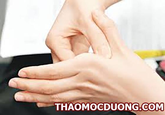 Bấm huyệt chữa đau cổ tay hỗ trợ điều trị bệnh xương khớp hiệu quả 1
