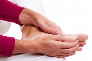 Các chứng bệnh mãn tính nguy hiểm khiến bạn bị tê bì chân tay