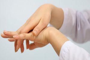 Cách chữa trị bệnh tê bì chân tay hiệu quả nhất nguyên nhân gây ra bệnh