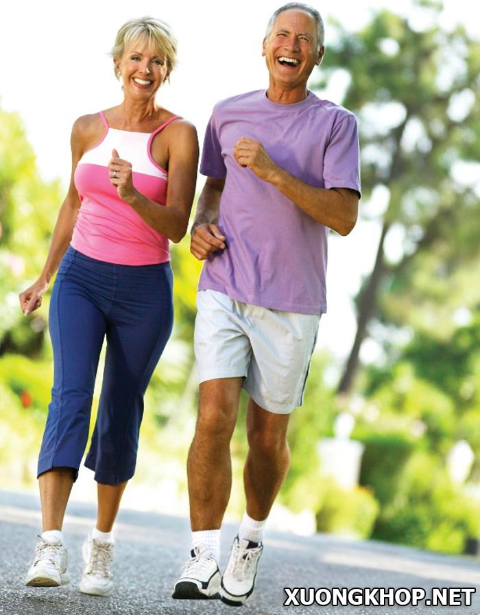 Thoái hóa đốt sống lưng có nên đi bộ? 1