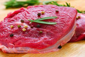 Bị thoái hóa khớp kiêng ăn gì? Thịt, cà chua- thực phẩm đứng đầu bảng danh sách