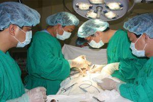 Phẫu thuật – phương pháp điều trị thoát vị đĩa đệm nhanh nhất