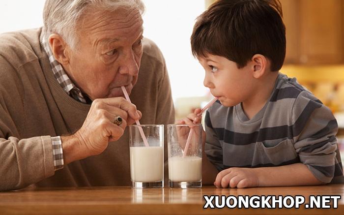 Sử dụng sữa cho người thoái hóa cột sống cần lưu ý điều gì? 1