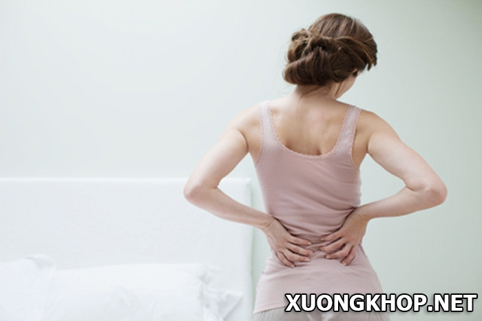 Tại sao phụ nữ dễ bị vôi hóa cột sống hơn đàn ông? 1
