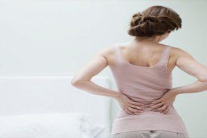 Tại sao phụ nữ dễ bị vôi hóa cột sống hơn đàn ông?
