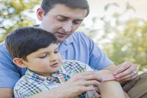 Triệu chứng của bệnh viêm khớp mạn thanh thiếu niên bố mẹ nào cũng cần biết