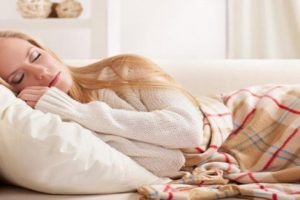 Tư thế ngủ, một trong những thủ phạm của bệnh lý thoái hóa đốt sống cổ