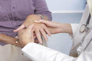 4 nguyên nhân hàng đầu dẫn đến bệnh thoái hóa khớp ngón tay giữa