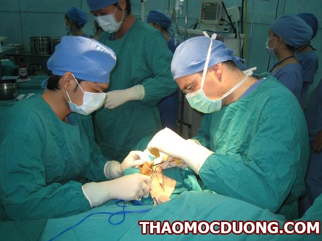 Các phương pháp phẫu thuật thoát vị đĩa đệm và rủi ro đi kèm 1